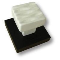 Вешалка керамическая белая на деревянной подложке цвета венге