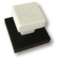 Вешалка керамическая белая с эффектом кракле на подложке под венге