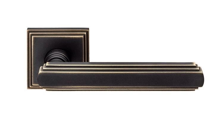 """Дверная ручка на квадратной розетке """"GLAMOR"""" BM 1555/016"""