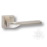 Дверная ручка на квадратной розетке